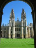 Oxford_University_Colleges-All_Souls_quad